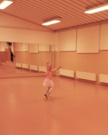 Menoa Kulkurin salissa ennen 5-7-vuotiaiden esibalettituntia.